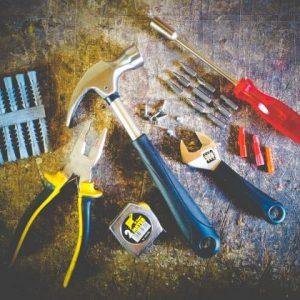 relamping Remplacement d'ampoules électriques toute hauteurs, des joints des robinets, des poignées de portes cassées-aceni-nettoyage-entreprise-industriel